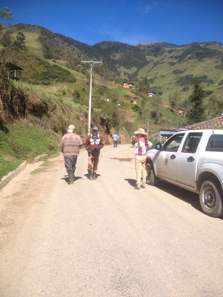 Bacheo de la vía San Vicente la Merced2