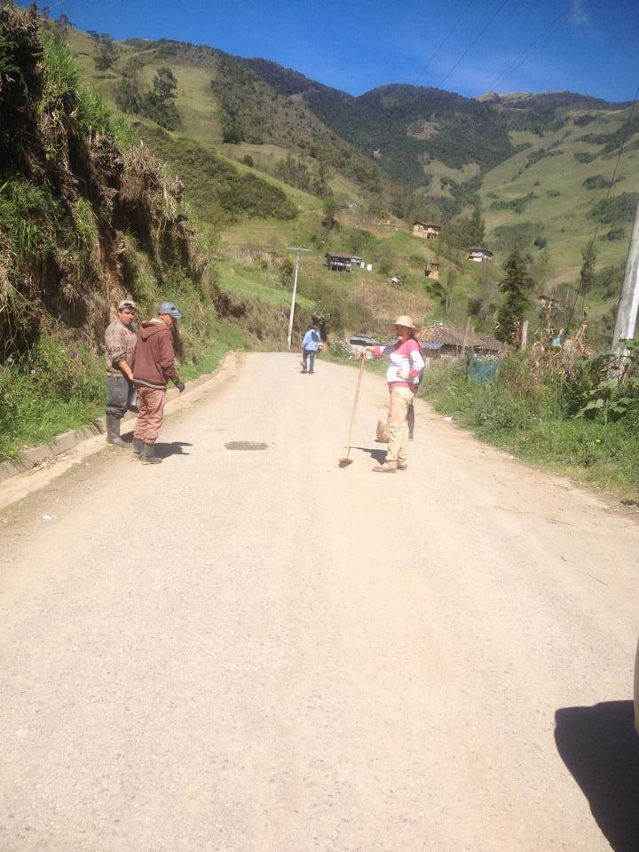 Bacheo de la vía San Vicente la Merced4